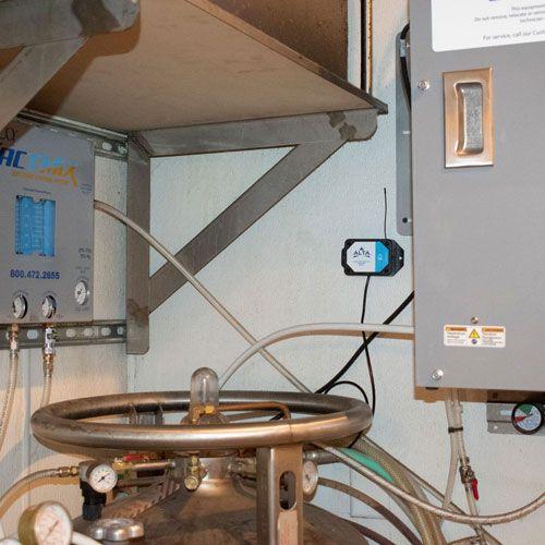 Commercial 300 PSIG pressure meter on C02 lines